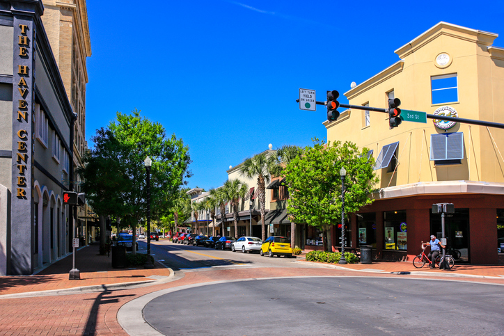 people in the historic district winter haven florida - Olive Garden Lakeland Fl